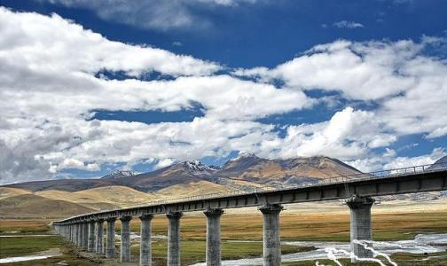 他们表示,川藏铁路八起八伏,最高处海拔为4400米.